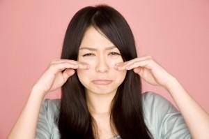 11_泣く女性