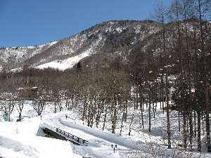 ホテル外観と雪景色