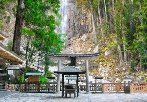 飛瀧神社前